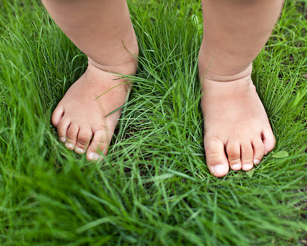 baby feet in grass